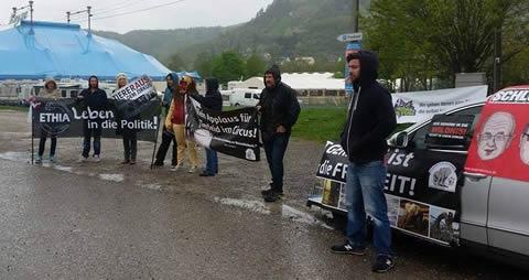 Protest vor Zirkus Krone